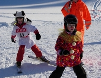 Gaudi- und Maschkera-Skirennen für Kinder und Jugendliche am Barmseelift