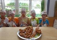 Kinderprogramm: Besuch beim Bäcker mit Brezenbacken