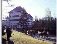 Traditioneller Leonhardiritt zum Schloss Hohenburg