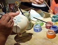 Offene Werkstatt: Geschirr aus Ton bemalen