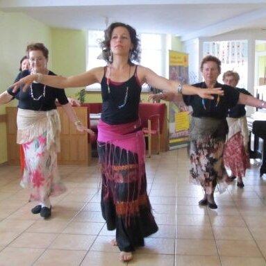 Seniorentreff Nordend*: Orientalischer Tanz für Seniorinnen