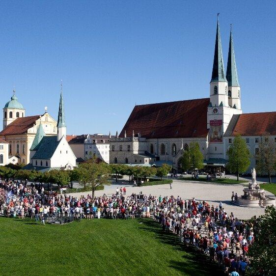 Wallfahrtsgruppen: USA / Solothurn (CH) Lourdes Verein / Fuchsmühl Caritaswerk / Vilseck-Schlicht-Sorghof PG