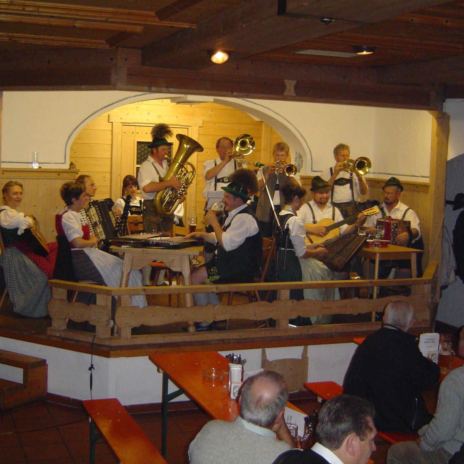 Musikalischer Faschingsfrühschoppen im Gasthof Schönfeldspitze