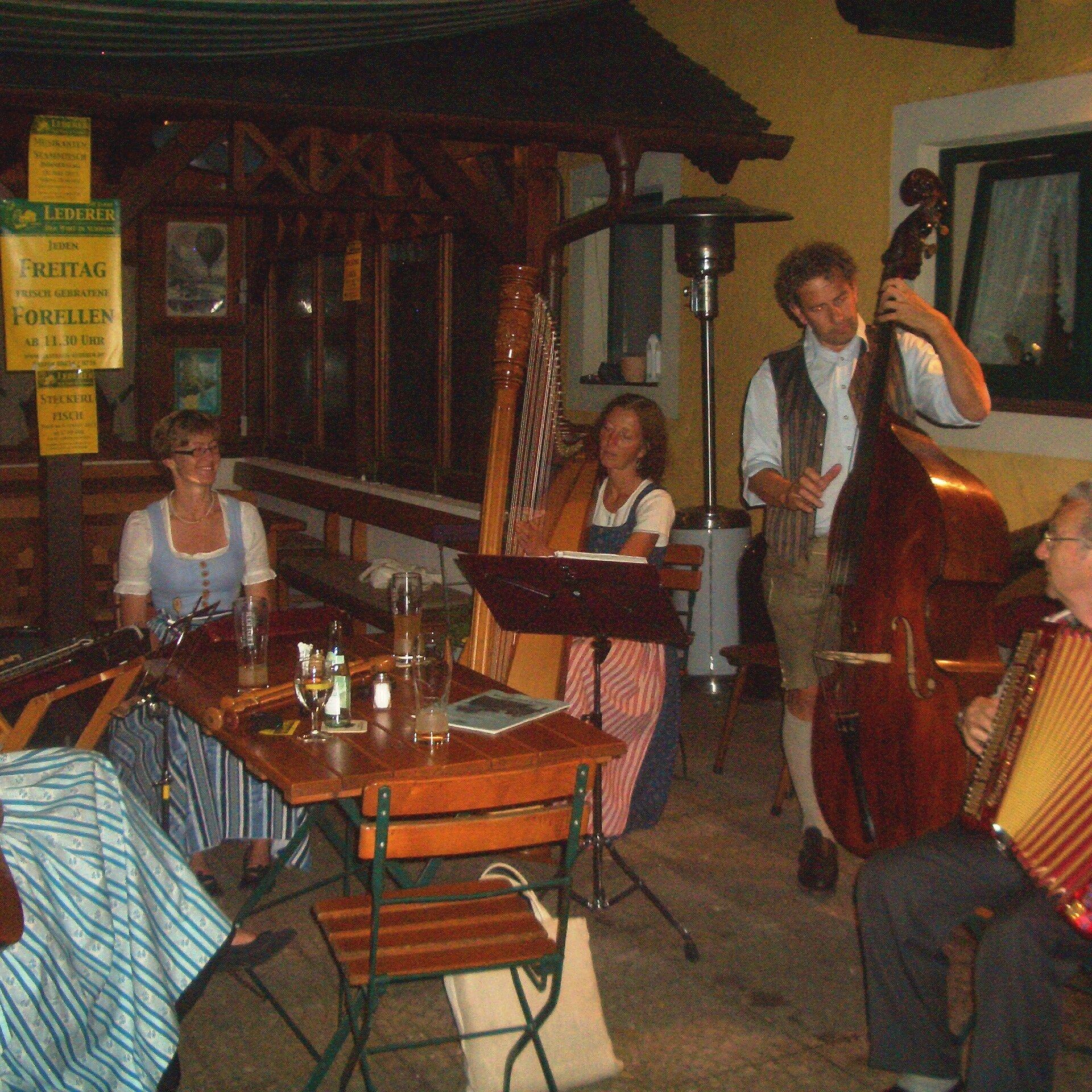 Musikantenstammtisch beim Gasthaus Lederer in Surheim