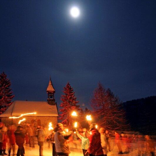 Winternachtwanderung in der Vollmondnacht auf der Hindenburghütte/Hemmersuppenalm