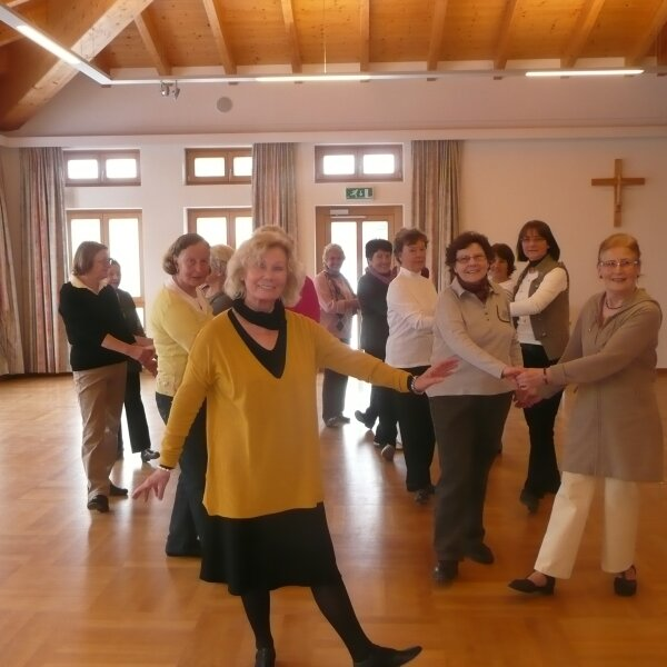 Geselliges Tanzen - Tanzen hilft