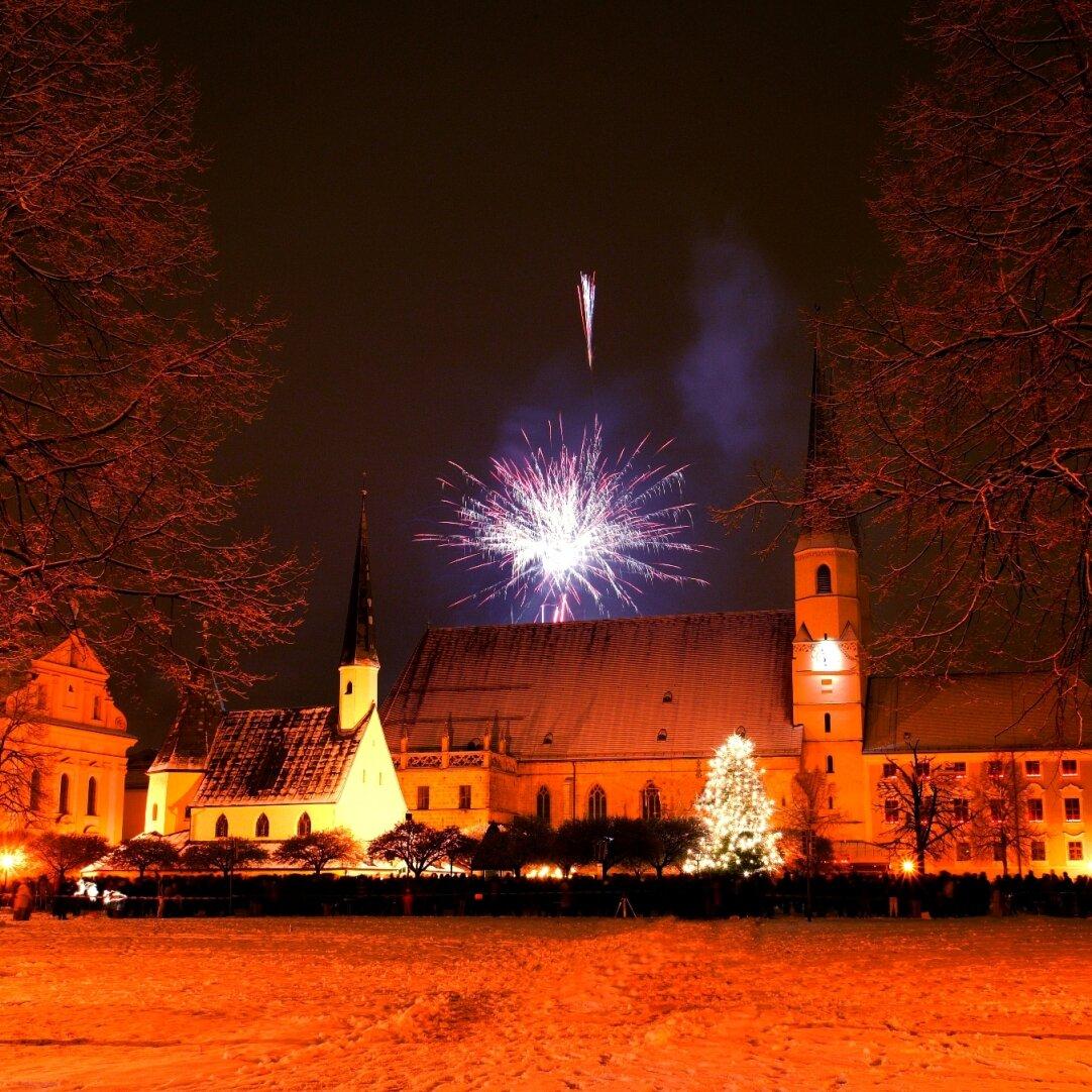 Großes Feuerwerk am Kapellplatz