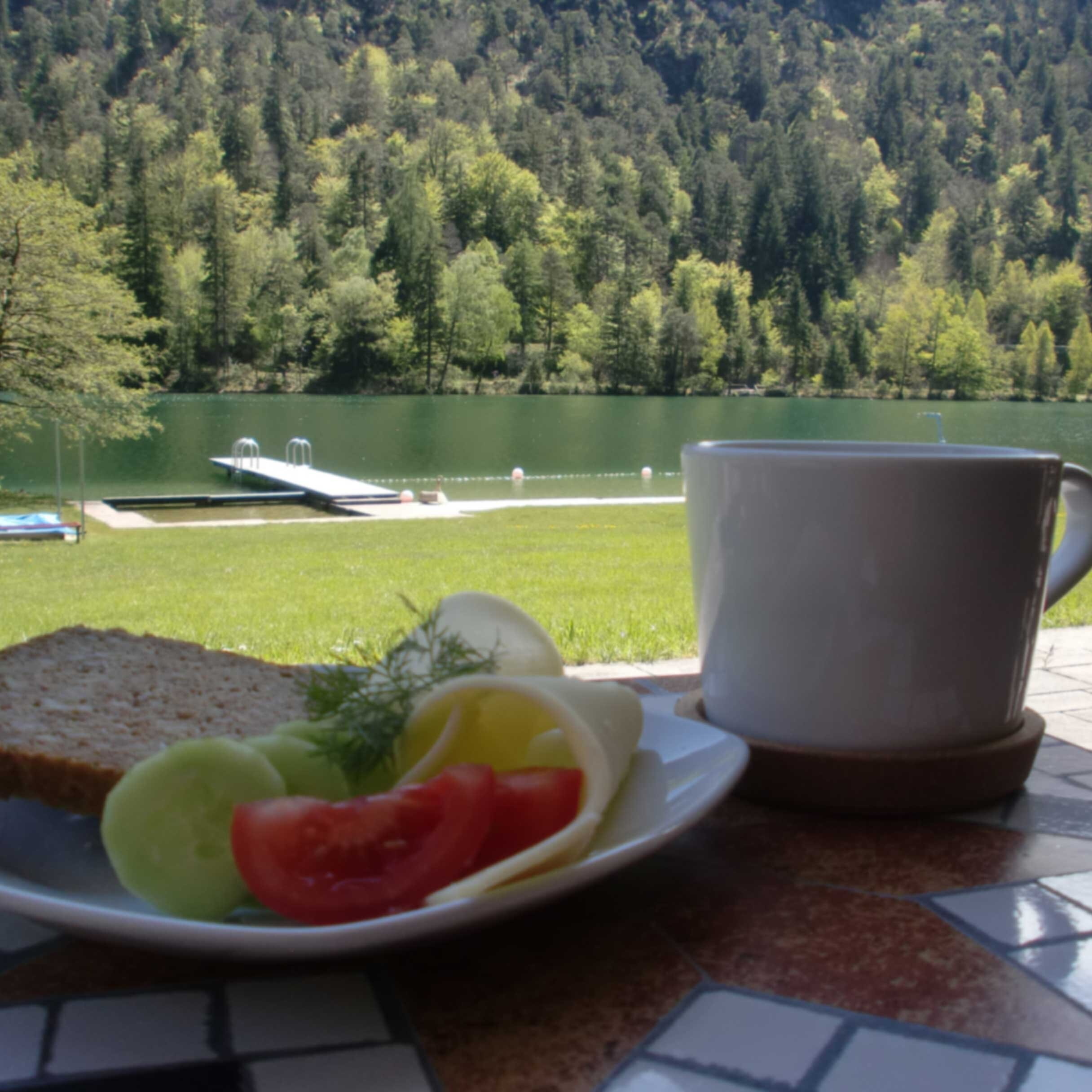 Morgenyoga und Frühstück im Thumseebad
