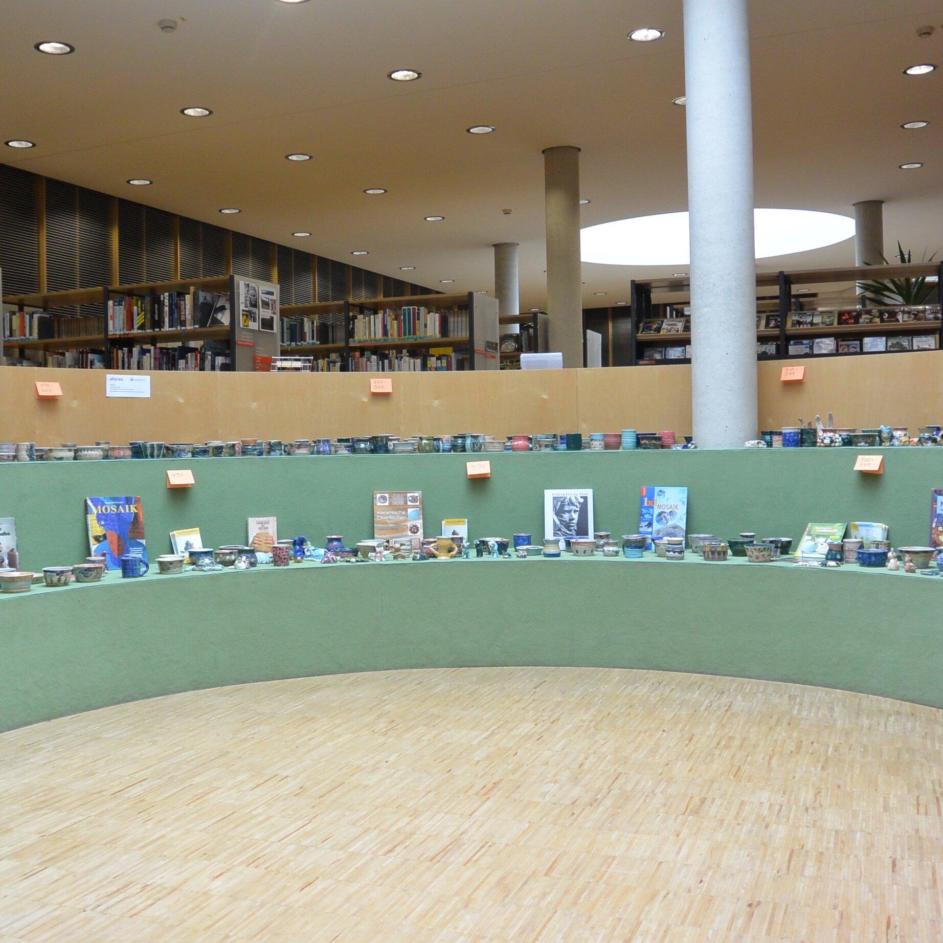Ausstellung der Keramiken vom Uferlos
