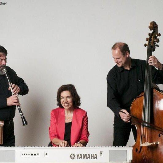 """Kaffeehausmusik mit dem """"Salon-Trio Susi Weiss"""""""
