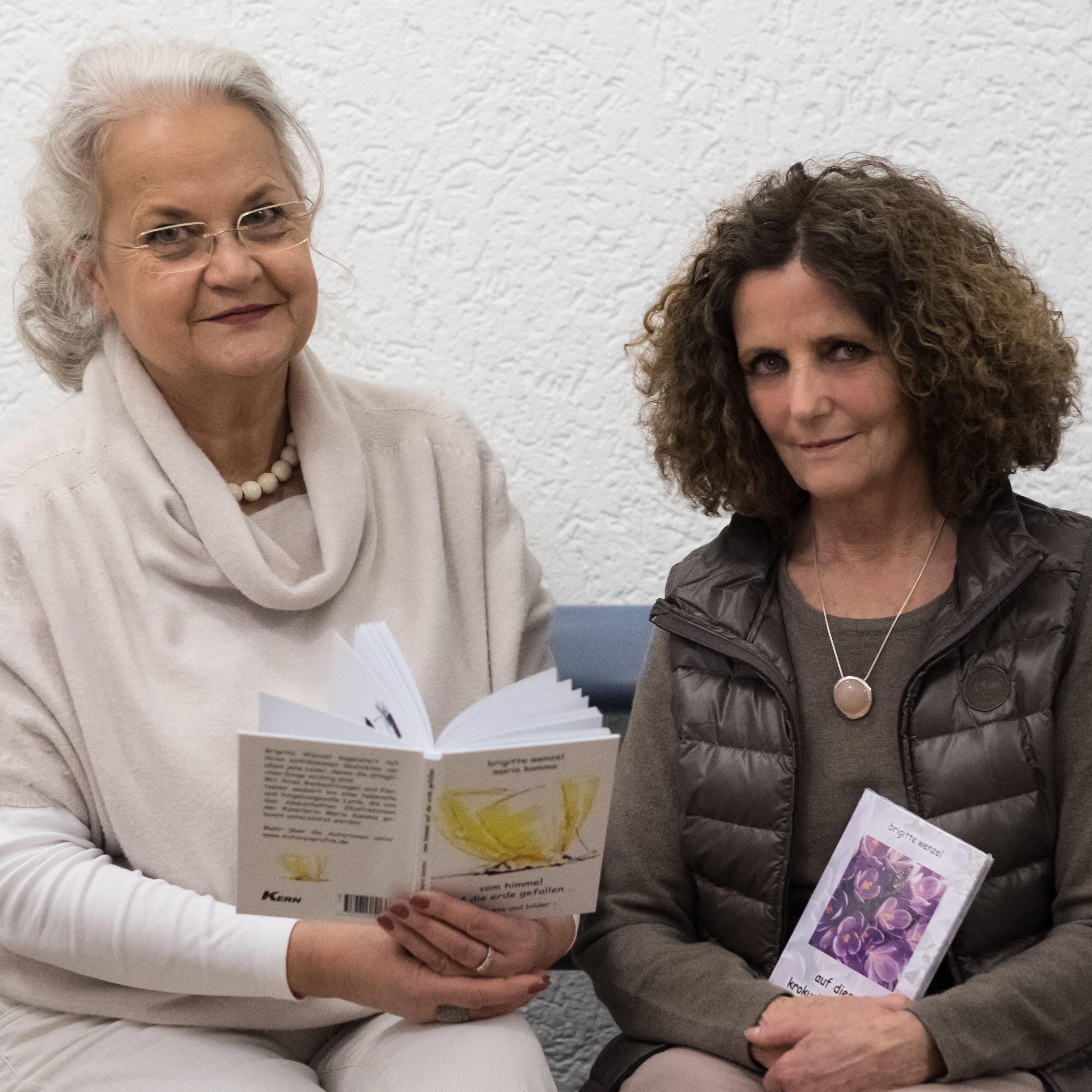 Maria Kamma und Brigitte Wenzel präsentieren Bilder, Speckstein und Bücher