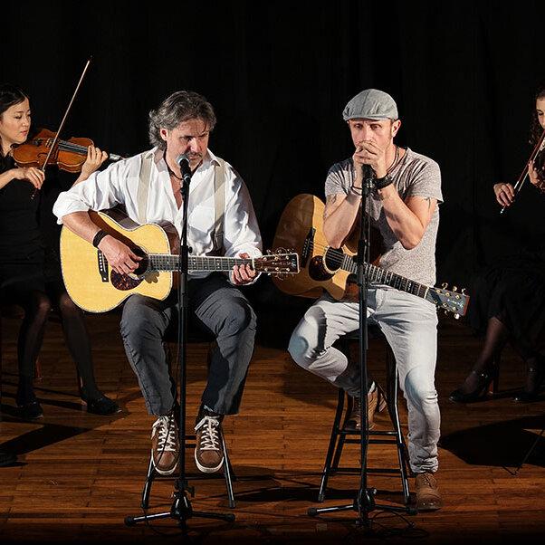 Simon & Garfunkel Tribute Band trifft Klassik –  Graceland Duo mit Streichquartett und Band