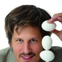 "Ken Bardowicks - ""Mann mit Eiern"""