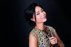 Soyoung Yoon und die Prager Philharmonie
