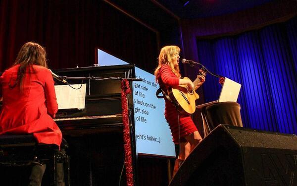 Schalala - Das Mitsingding mit Stefanie Bonse (Gitarre) und Marie-Elsa Drelon (Klavier) | Foto: Tobias Russell