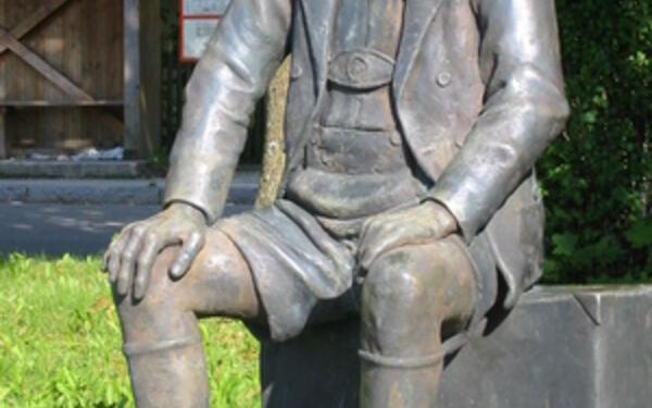 Oskar-Maria-Graf-Denkmal in Aufkirchen | Wikimedia Commons/ Oskar-Maria-Graf-Denkmal in Aufkirchen