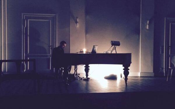 Piano prayer   dragen