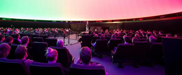 Science Slam im Planetarium
