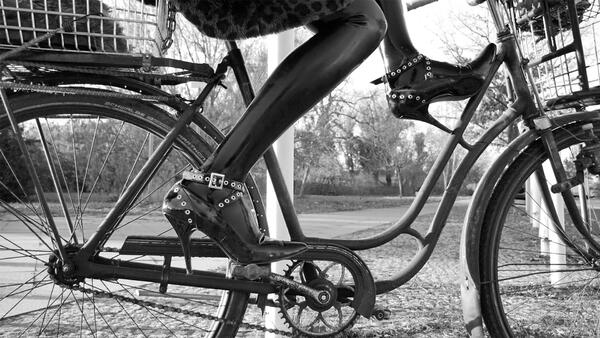 High-Heel-Fahrrad | Schwules Museum