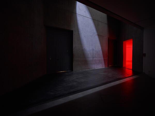 Licht- und Klanginstallation res·o·nant von Mischa Kuball im Jüdischen Museum Berlin 2017 bis 2019 | © Jüdisches Museum Berlin, Foto: Ladislav Zajac/Archiv Mischa Kuball, Düsseldorf/VG Bild-Kunst, Bonn 2017