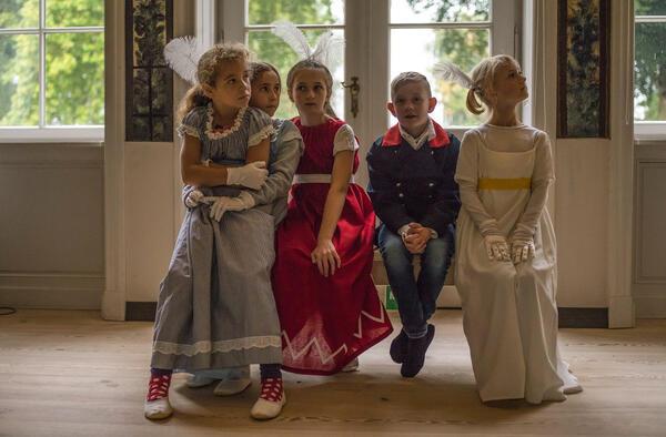Familienführung im Schloss Paretz: Wie wird man Prinz oder Prinzessin? | © SPSG / Foto: Hans Bach