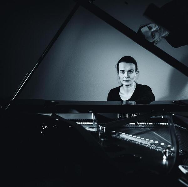 Die Pianistin Kyra Steckeweh | ©KyraSteckeweh