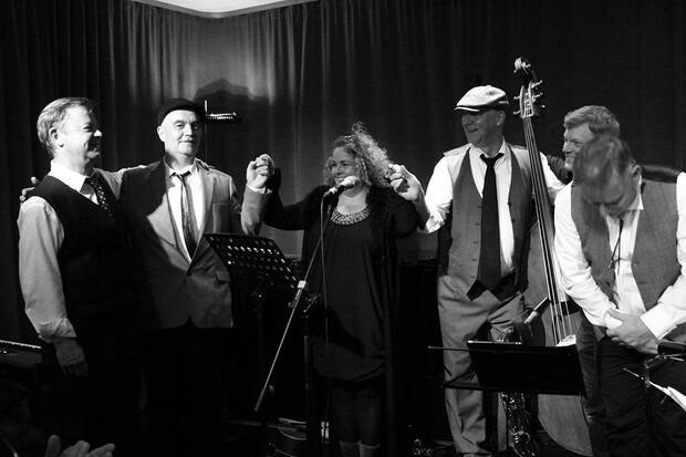 L'amour est Là – Frédié: Friederike Brueck & Band