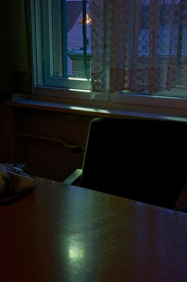 Verhörzimmer in der Untersuchungshaftanstalt Hohenschönhausen, 2012 | Ruth Stoltenberg