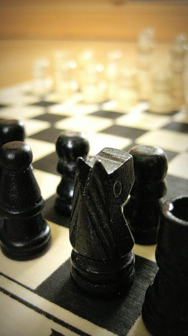 So mancher Schachspieler hat hunderte Schachpartien Zug um Zug im Gedächtnis gespeichert und ruft sich Spielsituationen nach Bedarf ab.      Foto: pixabay.com © DGlodowska (CCO Public Domain)