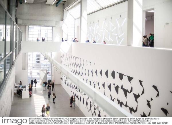 Gallery Weekend in der ie Potsdamer Strasse 2015: Hier, in der ehemaligen Druckerei des Tagesspiegel, zeigt sich die Installation DASH DASH DASH von Francois Morellet Blain/ Southern